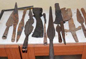 U SARADNJI SA INTERPOLOM: Uhapšeni otac i sin iz Kozarske Dubice, iskopavali i prodavali arheološke predmete