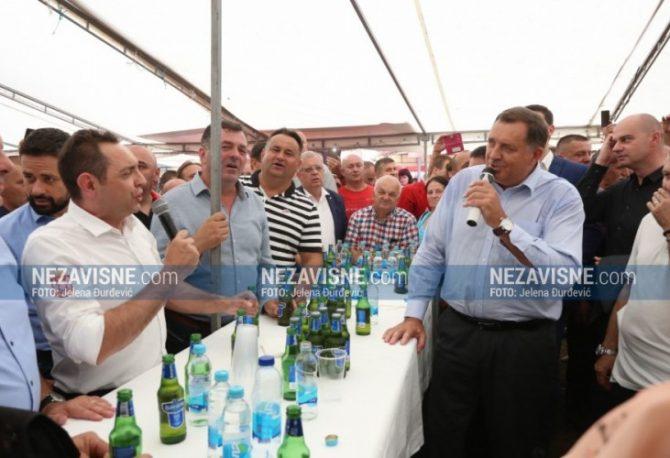 Dodik i Vulin zapjevali na Manjači