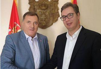 DANI SJEĆANJA: Dodik i Vučić na centralnoj akademiji poručili Drvarčanima da su RS i Srbija uz njih