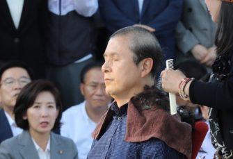 ORIGINALNO: Muškarci i žene iz vrha južnokorejske opozicije briju glave u znak protesta protiv vlade