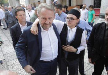 On, ona i devet poltrona: Izetbegović na kongresu SDA pričao političke bajke