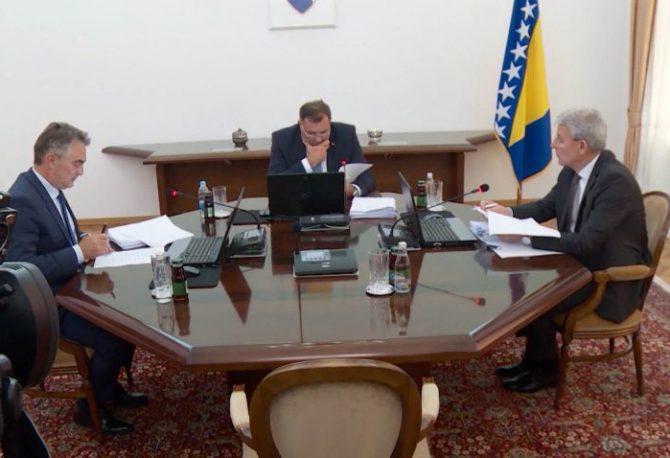 PREDSJEDNIŠTVO BIH: O formiranju vlasti sa ambasadorima, pa međusobno, nema pomaka