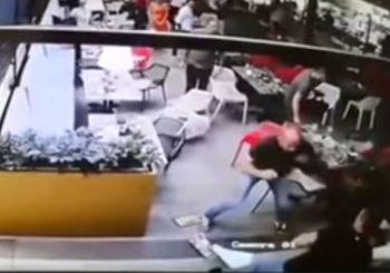 Kamere snimile kako su trojica izboli MMA borca u Novom Sadu