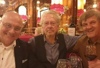 SUSRET: Emir Kusturica i ministar kulture Srbije sa Peterom Handkeom u Parizu