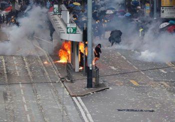 ESKALACIJA NASILJA: Policija u Hong Kongu prvi put pucala neubojitom municijom u demonstrante