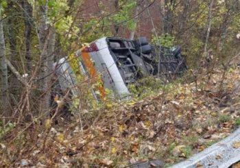 SLETIO SA PUTA: Prevrnuo se autobus između Kupresa i Tomislavgrada, troje povrijeđenih