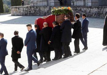 IZ MAUZOLEJA U PORODIČNU GROBNICU: Ekshumirani posmrtni ostaci bivšeg španskog diktatora Franka