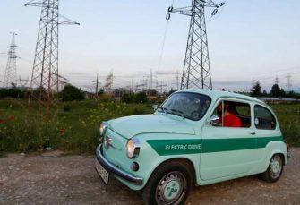 """RETRO BIZNIS: Električni """"fićo"""" u Skoplju može da pređe 150 kilometara sa jednim punjenjem baterije"""