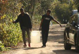 KATASTROFA U KAMPU: Migranti u Vučjaku ostali i bez vode, USK želi da ih prebaci u Medeno Polje, RS protiv