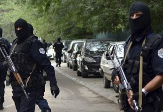 ZBOG UBISTVA OLIVERA IVANOVIĆA: Albanski specijalci na sjeveru Kosova uhapsili policajca, za drugim tragaju