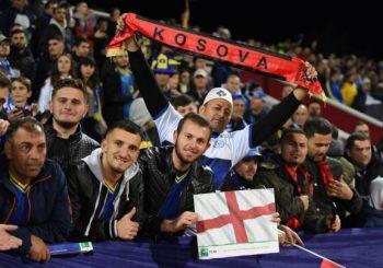 PRIŠTINA: Uvredljive pjesme engleskih navijača na račun Srba (VIDEO)