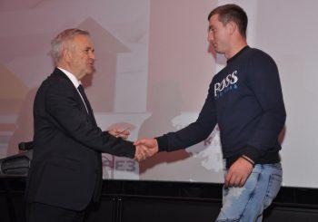 Demos u Prijedoru uručio više od 400 članskih karata
