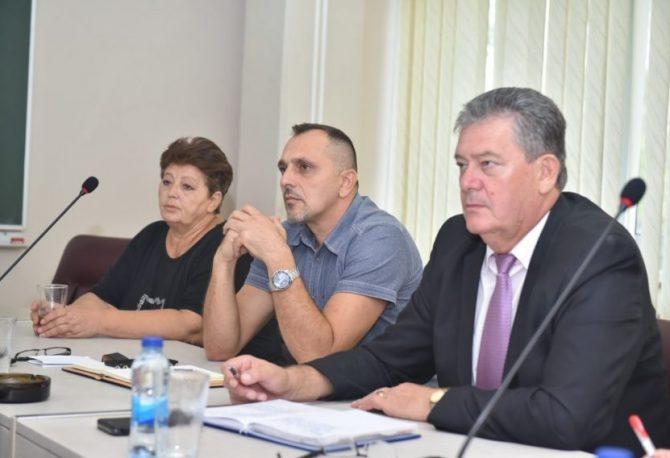 """Sindikat i radnici """"Alumine"""" iznenađeni odlukom Vlade o prodaji fabričkog odmarališta u Baošićima"""