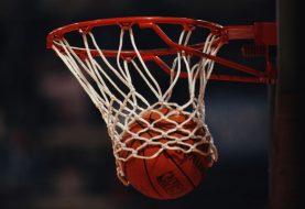 KOMIČNO: Finski voditelj nakon meča FIBA Evropa kupa izludio makedonskog trenera (VIDEO)