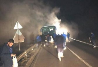 PRI POVRATKU IZ MOSTARA: Zapalio se autobus sa fudbalerima bijeljinskog Radnika, nema povrijeđenih