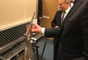 Putin poklonio Vučiću pušku Milana Obrenovića, predsjednik Srbije uzvratio ikonom iz 19. vijeka