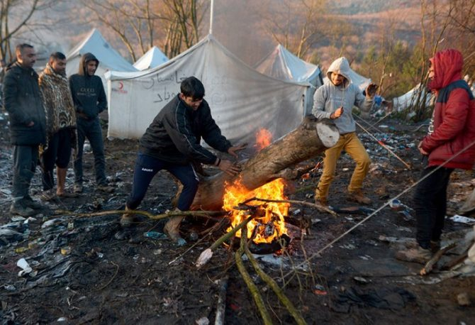 """Za nekoliko sati počinje izmještanje migranata iz kampa """"Vučjak"""""""