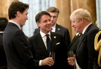 """SNIMAK SA PRIJEMA: Trudo, Makron i Džonson ogovarali Trampa, on nazvao premijera Kanade """"dvoličnim"""""""