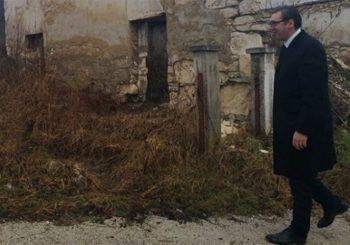 NA GROBOVIMA PREDAKA: Vučić u Čipuljiću kod Bugojna, rodnom mjestu njegovog oca