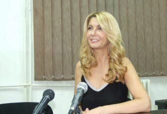 """ŽALI SE NA MOBING: Voditeljki Vesni Dedić RTS ukinuo emisiju """"Balkanskom ulicom"""""""