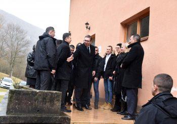 """OBILAZAK TITOVE PEĆINE: Vučić i Višković posjetili kompleks """"25. maj"""", predsjednik Srbije završio posjetu Drvaru"""