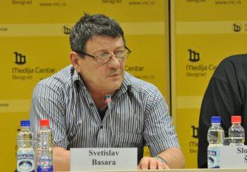 Relja, sin poznatog pisca Svetislava Basare, ogradio se od očevog potpisa na apelu u korist Mila Đukanovića