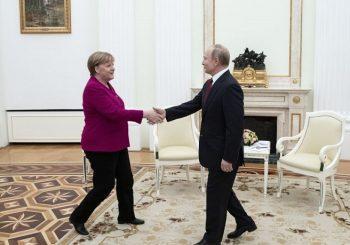 ČETIRI SATA U ČETIRI OKA: O čemu su pričali Putin i Merkelova?