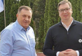 NEFORMALNI SUSRET: Dodik i Vučić u opuštenoj nedeljnoj šetnji u Beogradu