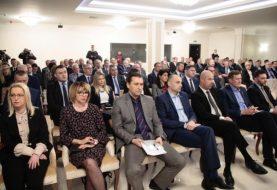 Službenici međunarodne zajednice prijete Srbima u zajedničkim institucijama