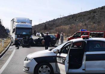 TEŠKA NESREĆA KOD MOSTARA Vozilo podletjelo pod kamion, poginule majka i kćerka