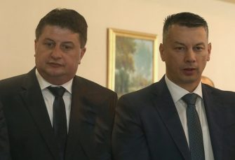 BROD BEZ KORMILARA: Šta će biti sa DNS-om nakon razlaza Radovića i Nešića?