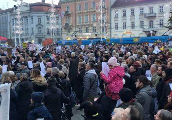 U Zagrebu 10.000 ljudi traži ostavku gradonačelnika Milana Bandića