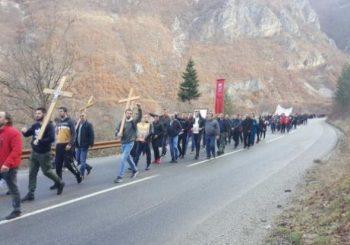 Najbrojnija litija na sjeveru Crne Gore ide ka Đurđevim stupovima (VIDEO)