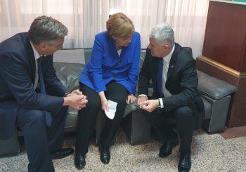 Svijet se klanja Hrvatskoj jer vodi EU, a njeni građani ministrima broje kuće