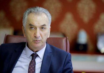 ŠAROVIĆ: Dok ekonomija gori, predsjedavajući Savjeta ministara se češlja
