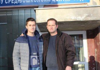 ČEKA SEPTEMBAR DA KRENE U ŠKOLU: Mladić sa autizmom nastavlja borbu
