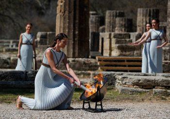 NA CEREMONIJI BEZ PUBLIKE: U Grčkoj upaljen olimpijski plamen za Igre u Tokiju