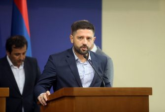 PREŠAO KOD MIĆE MIĆIĆA Poslanik Darko Mitrić napustio SDS