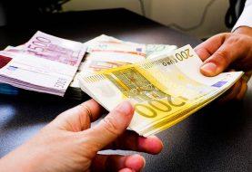 Da li je moguće pokupiti koronavirus sa novčanica?