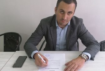 KOS (DEMOS): Čubrilović zaslužuje da vodi NSRS 10 godina ako mu je jedini grijeh to što su DNS-u duge sjednice