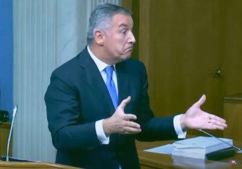 Politički dijalog sa samim sobom: Đukanović na vjetrometini
