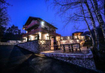 IZNAJMLJIVANJE I DO 500 KM DNEVNO: Raste interesovanje za luksuzne vile (FOTO)