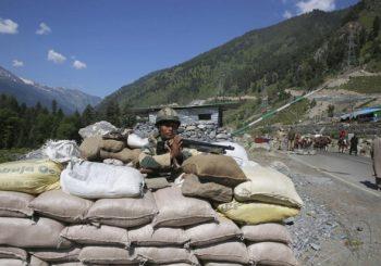 DESETINE POGINULIH U SUKOBU: Kina i Indija na ivici rata za vrhove Himalaja