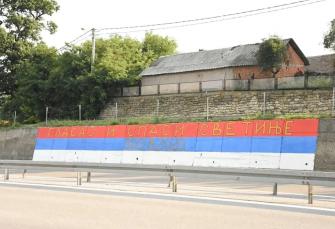 Srbi trobojkom apeluju za spas svetinja