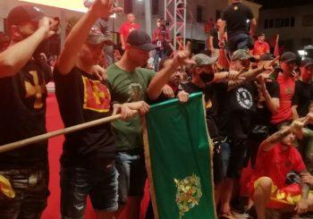 Crnogorski ministar uživo prenosio skupu iz Podgorice na fejsbuku, a prethodno zabranio isti zbog korone! (FOTO)