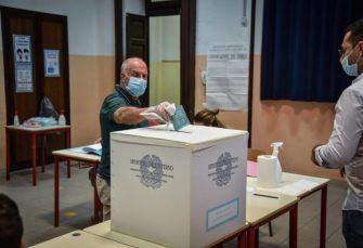 REFERENDUM USPIO: Italijani podržali smanjenje broja poslanika za trećinu