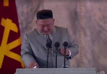 PUSTIO SUZU: Kim Jong Un zaplakao tokom govora na paradi, izvinjavao se narodu (VIDEO)