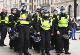 NEREDI U SJEVERNOJ IRSKOJ: Povrijeđeno osam policajaca, unionisti ljuti zbog sporazuma o Bregzitu