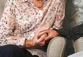 """Zaposleni u britanskim staračkim domovima sve češće prelaze u """"Amazon"""", ne žele obaveznu vakcinaciju"""